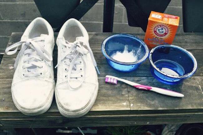 как отбелить белые кроссовки